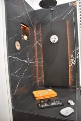 Habillage douche en Marbre Noir Antique et Granit Noir