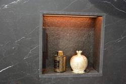 Niche douche en Granit Noir finition brossée