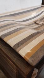 Vasque Pont d'Arc- Bonde habillée en Lamellé Roches®, posée sur meuble en bois vieilli.